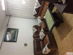 佳乐步行街4楼80平带家具750元/月