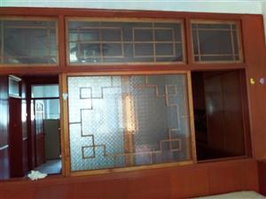 3室1厅1卫1300元/月