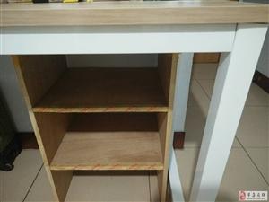 出售1.5米大桌加个书立200元