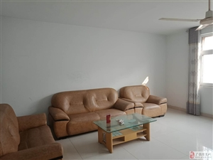 锦湖小区3楼135平带家具+空调1200元/月干净