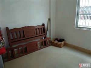 3室2厅1卫700元/月
