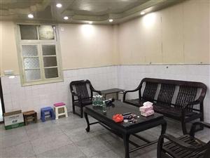 凤城中学旁边4室2厅2卫1600元/月