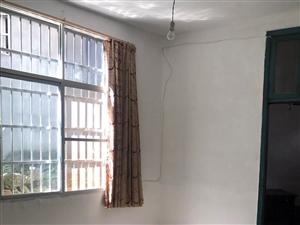 莲塘藠止园,民房一楼,2房1厨1卫,有两张简易床