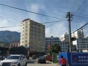 山阳县人民广场西南处一栋9层楼整体出售  有意来电