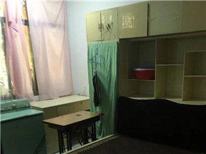 新圆弧附近1楼,两室一厅一厨一卫,床,热水器
