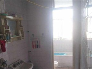 迎宾公寓小三室。可贷款,户型好采光好,位置佳