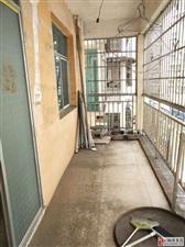 世昌广场步梯6楼3室2厅2卫35.8万元证件齐