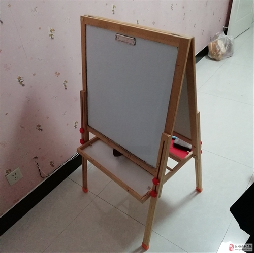 儿童智力画板(50元),儿童桌椅一套(100元)