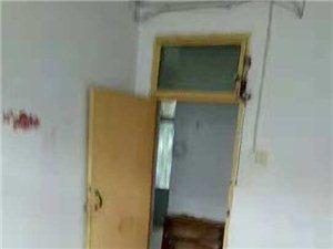 金庚医院附近,2室2厅1卫,26.5万,带储藏室,有证