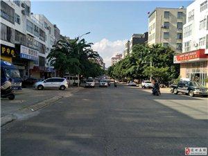 隆华新村美食街大榕树黄金铺面106平接手可盈利