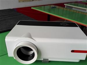 新投影仪可放视频特价600