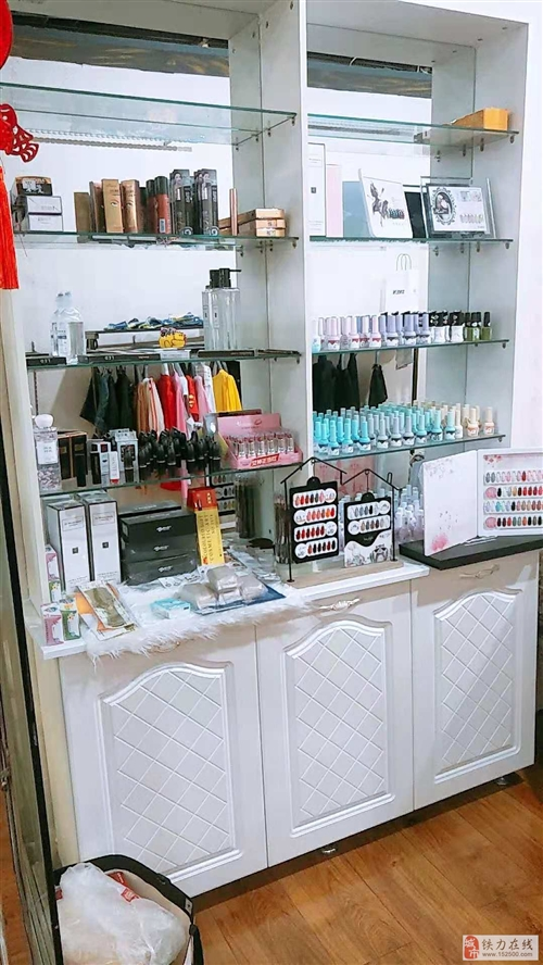 低價出售 化妝品展柜 幾乎全新