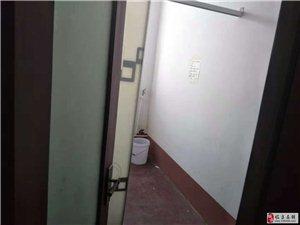 县医院旁边3室1厅1卫带院子40万元