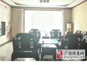 凯泽名苑4室240平1-2楼复式,239万元