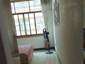 大鱼塘精装139平3室2厅2卫带家具售48.8万