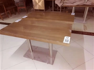 二手实木餐桌出售。7成新。