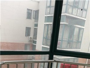 蓝湾半岛二期精装房3室2厅2卫140平73万
