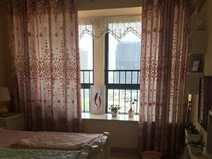 大广场中国银行边3室2厅2卫1500元/月