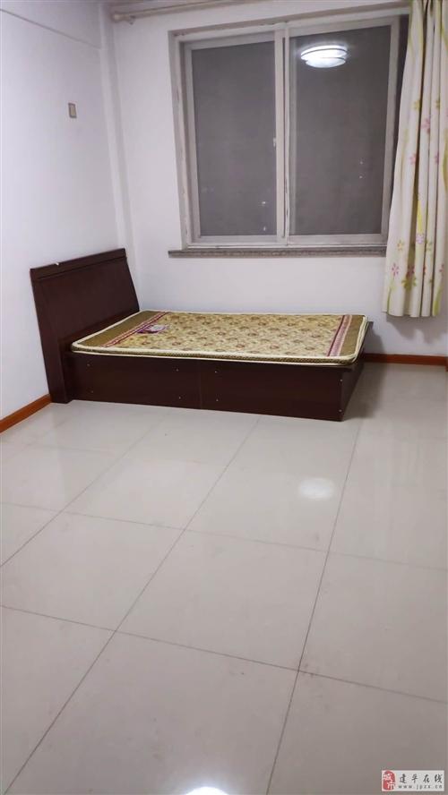 1.2*2m单人木床,带床垫,9成新,低价转售