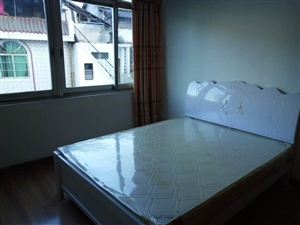 万客隆3室2厅2卫步梯中装家电齐1150元/月