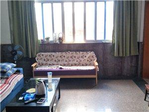 3室2厅2卫1600元/月
