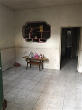 劳英路1楼,一室一厅一厨一卫,有热水器,床,油烟机