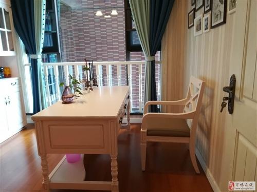 低价出售9。5成新桌子凳子书柜