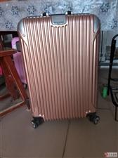 九成新行李箱一件