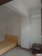 4室1厅2卫1300元/月精装修