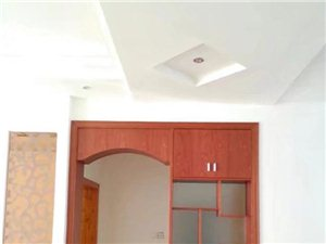 汇景新城3室2厅2卫精装修1800元/月