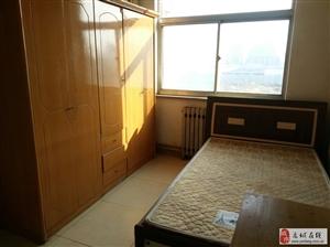 出租【一中小区】五楼三室家具?#19994;?#40784;全月租1200元