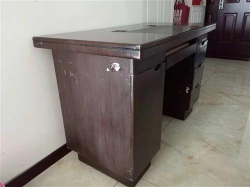 旧办公桌长120宽60高75,可以做孩子学习桌。