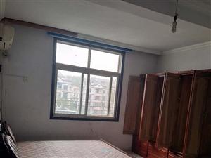 4室2厅1卫600元/月