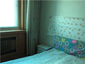 新华街区3室2厅1卫1500元/月