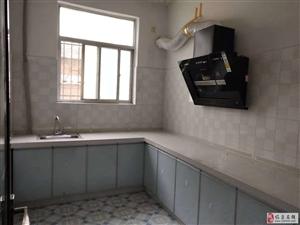 百盛附近一楼带院3室2厅1卫1000元/月