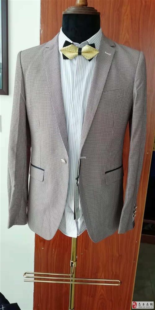 全新高檔西服出售,款式繁多大小碼都有,歡迎前來選購