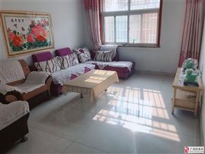 锦湖小区2楼100平带家具+冰箱1000元/月干净