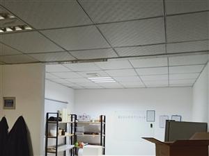 小面积办公40�O精装,办公家具齐全,交通便利