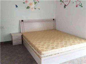 塞納河畔3室2廳2衛1500元/月
