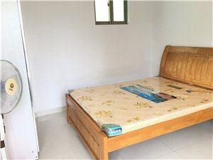 花半里3室2厅2卫1800元/月