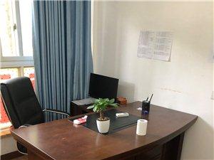 出售95成新老板桌一套,职员电脑桌两张