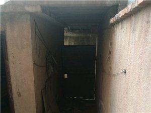 沂水棉紡廠家屬院1樓帶院2室1廳1衛20萬元
