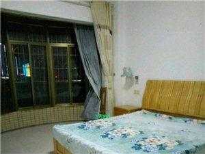 龙泽居电梯精装4室2厅2卫3000元/月