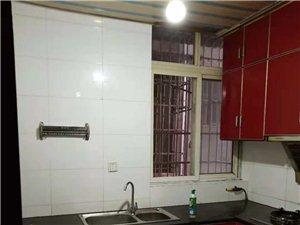 4房1卫,2个空调,3个床衣柜,住家装修