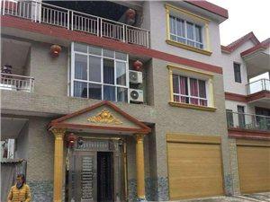长阳白氏坪新村委会旁一栋三层楼房子出售!