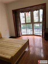 (中心地段)龙泽居3室2厅2卫2000元/月