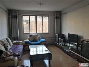 乐园小区130平中装带家具+空调冰箱1300元/月