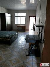 龙洲片区一栋上带后院5室2厅3卫2600元/月