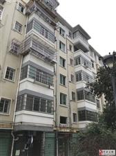 滨江花园  139平大毛坯房   3室2厅2卫  66万元