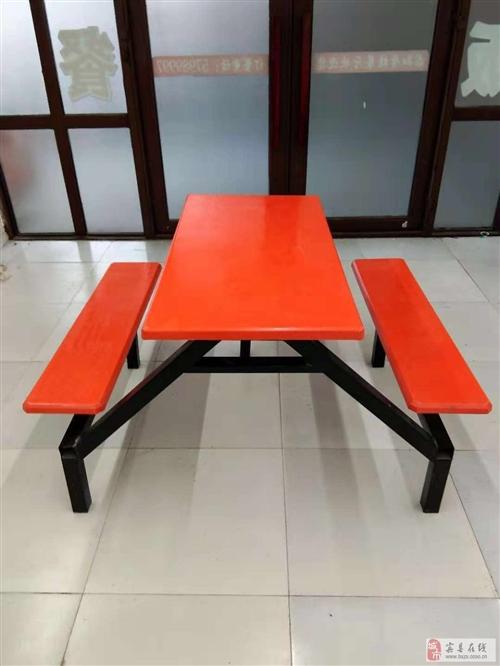出卖九成新的桌子20套